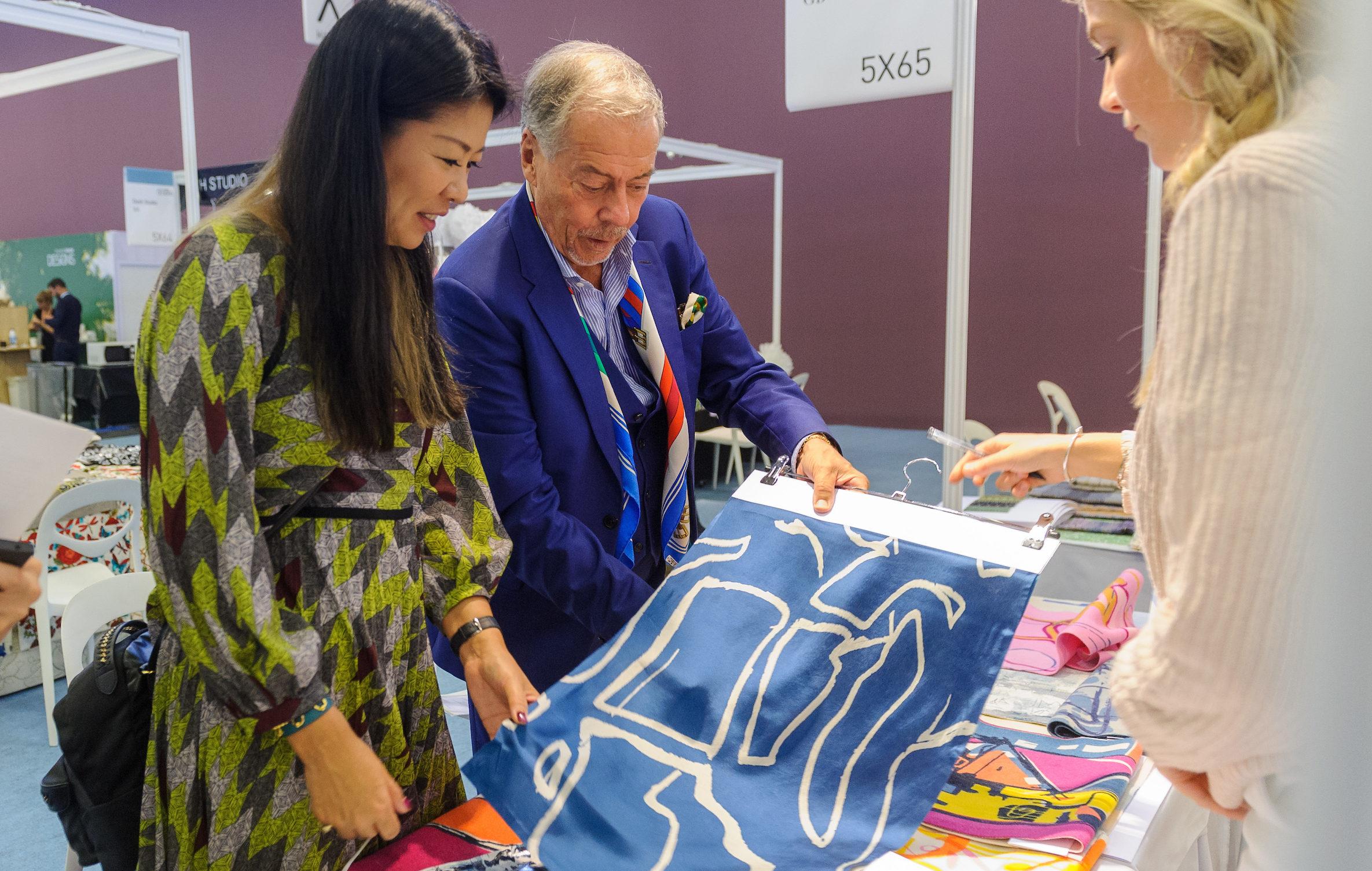 Abbiamo avuto il piacere di poter intervistare la nota designer Yuma Koshino, giudice del Texprint Awards.