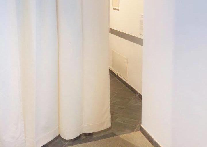 Tessuti ignifughi naturali per la mostra Post-Water